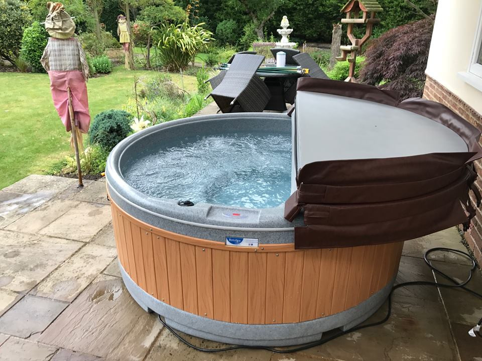 rotherham hot tub hire, eazy hot tub hire, party hot tub, rootspa, solid hot tub hire