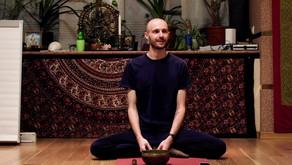 Как обжить своё тело изнутри: йога и соматика