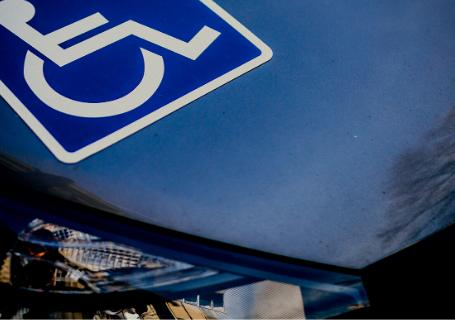 Preciso de autorização judicial para vender carro comprado em nome de pessoa com deficiência?