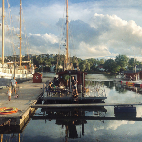 Scandinavian-Style: Floating Sauna