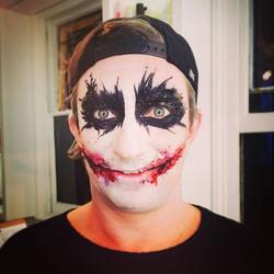 Dj Matthew #bushwacka getting a seriously scary #chelseasmile and dark dark eyes by #glittermasque #