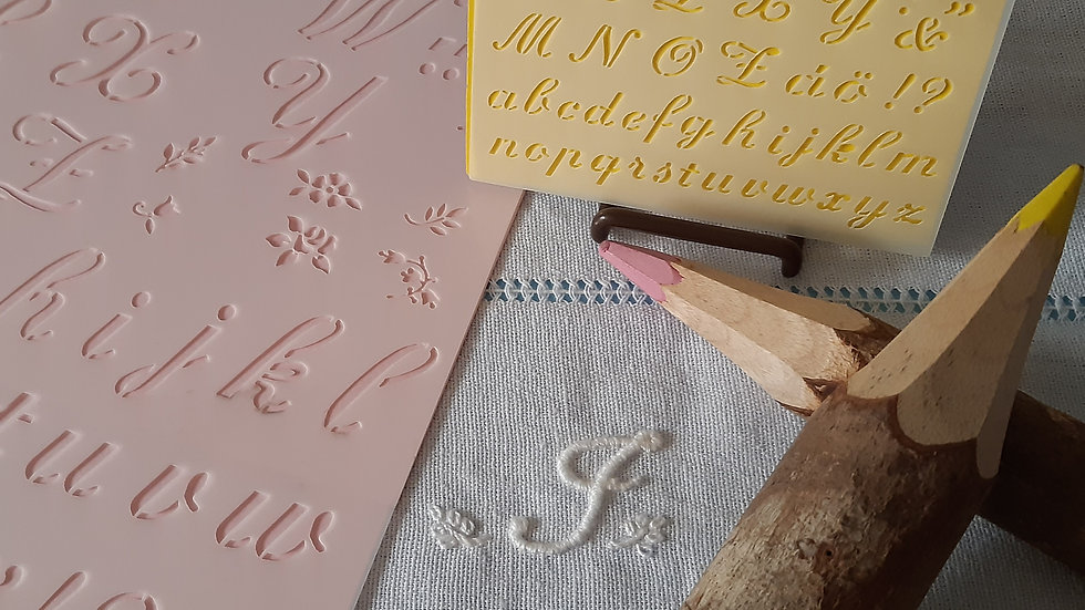 Estêncil  Alfabeto P e G , com letras maiúsculas, minúsculas,acentos e detalhes