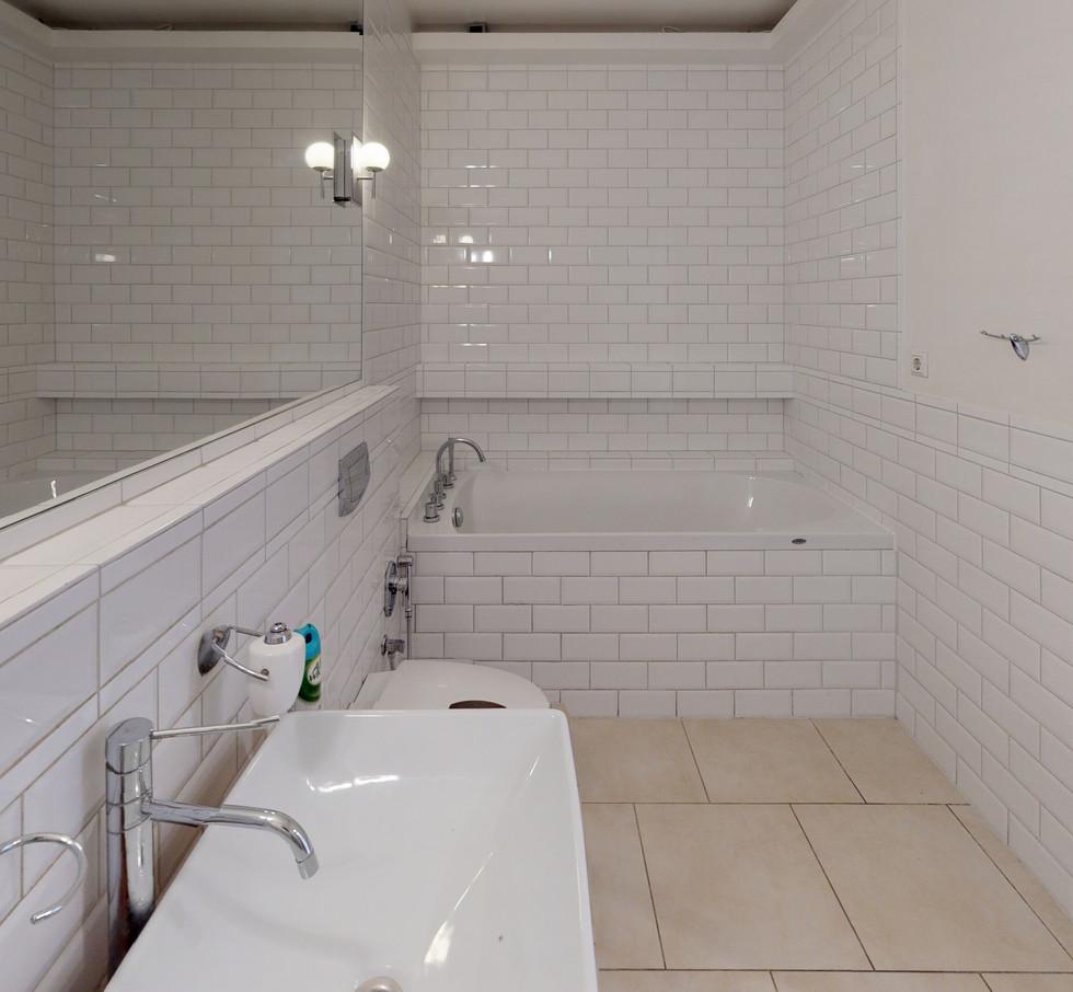 Kr-Barona-36-18-Bathroom(1).jpg