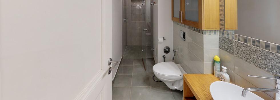 Kr-Barona-36-18-Bathroom.jpg