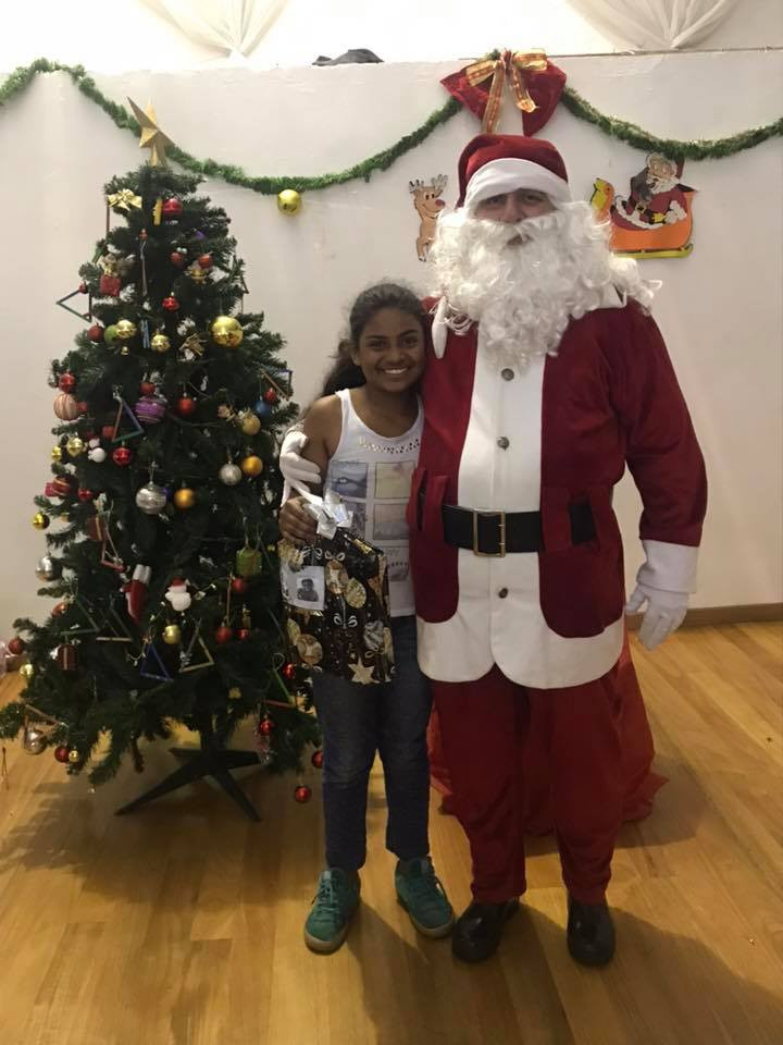 festa de natal - ong pequeno cidadão - violinista - crianças