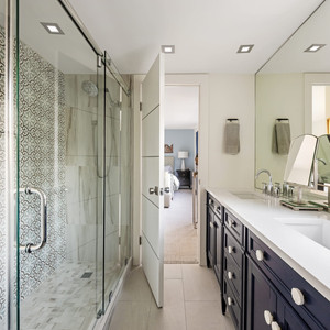 Guest Bath - Sarasota, FL