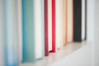 Bücher in einer Zeile