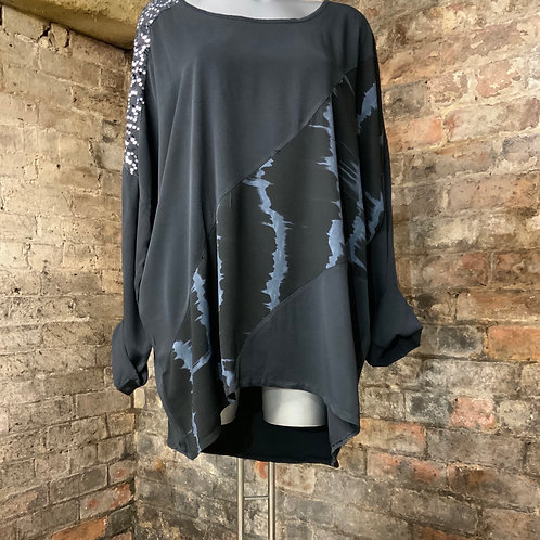 Black / charcoal oversized top fitting up to a size 20.   9584