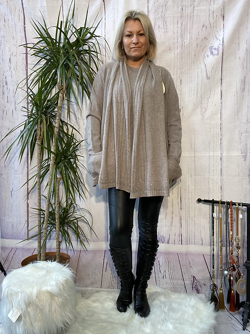 Fawn loose fit soft knit jumper and matching scarf.    7259