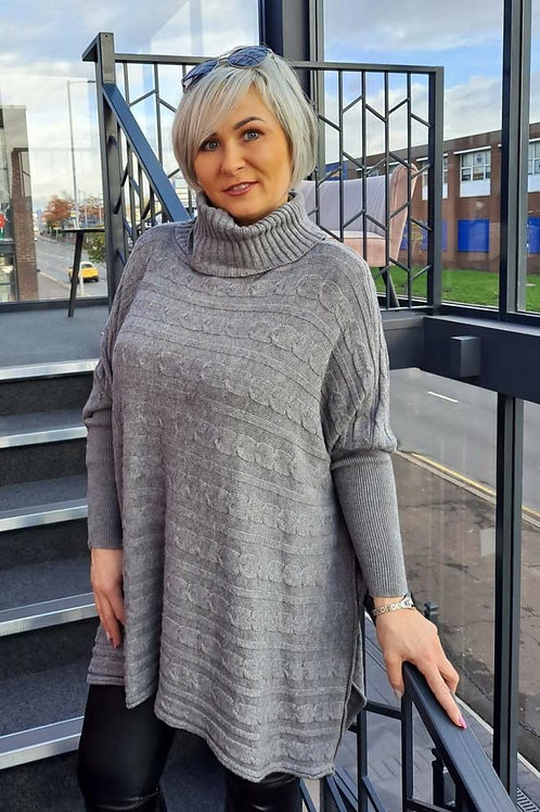 Grey cable knit jumper, fitting up to a size 20.   5106
