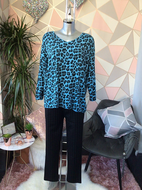 Turquoise leopard print top, fitting sizes 10-16.      1779