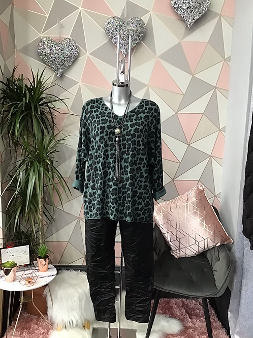 Jade leopard print top, fitting sizes 10-16.      1779