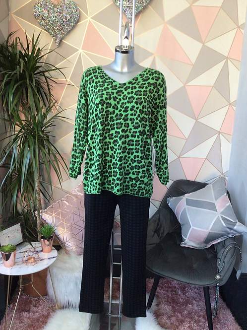 Green leopard print top, fitting sizes 10-16.      1779