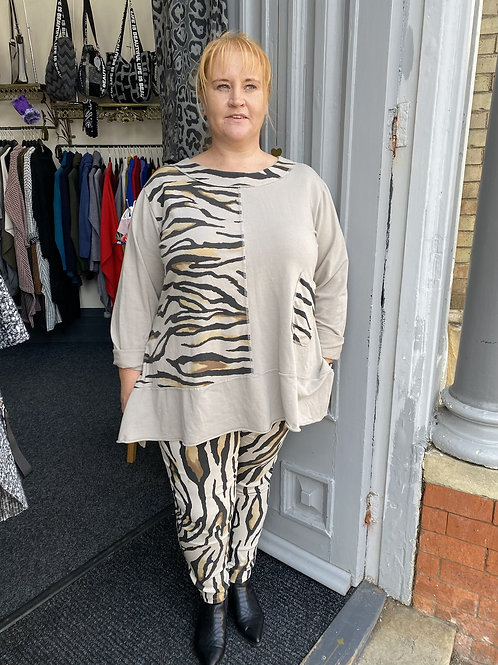 Cream tiger print top fitting up to a size 22
