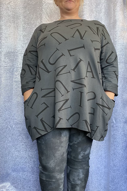 Charcoal letters top, fitting up to a size 22.   9626