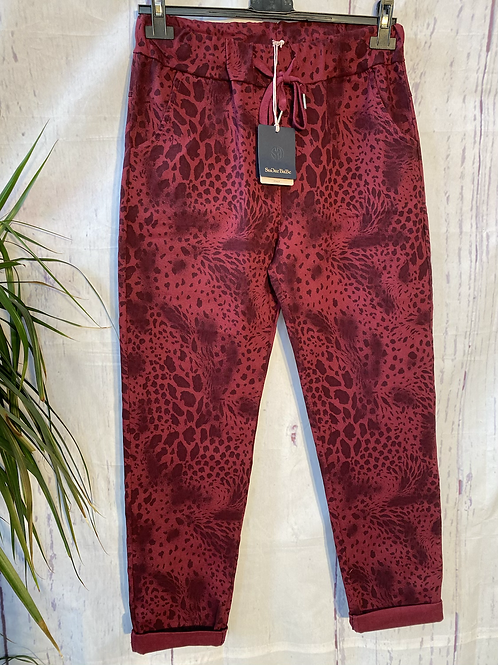 Wine snake print magic joggers, fitting up to a size 20.   0901