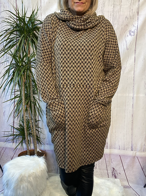 Mocha and Black Zigzag tunic, fitting up to a size 20.    6553