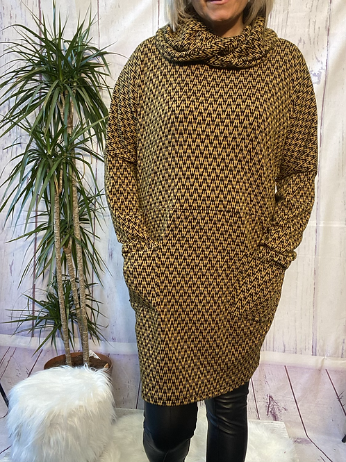 Mustard and Black Zigzag tunic, fitting up to a size 20.    6553