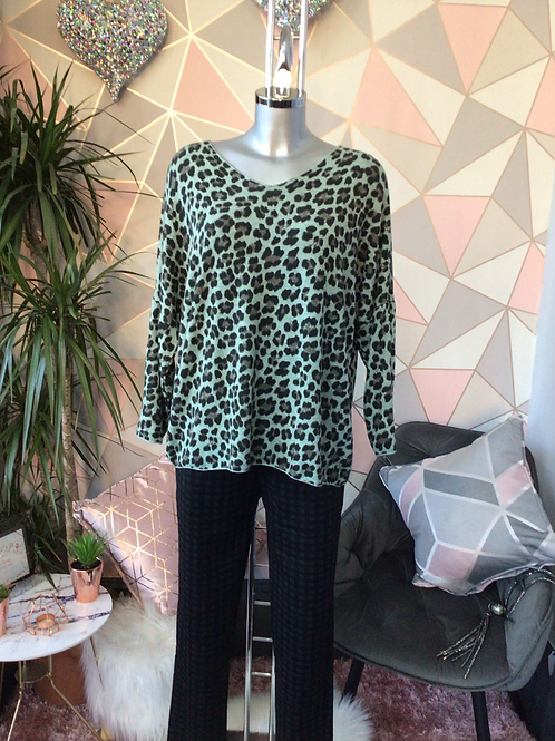 Sage leopard print top, fitting sizes 10-16.      1779