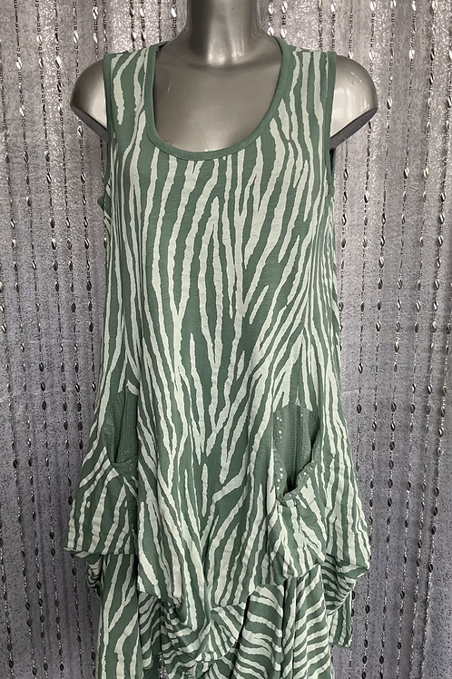 Peppermint Picket Top fitting up to a size 20