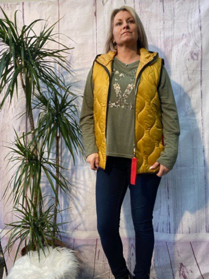 Mustard short quilted gillet, fitting up to a size 14.     161103