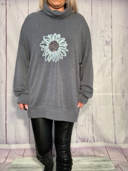 Grey Super soft flower tunic fitting from a size 10-18 9850
