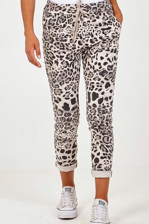 Beige leopard print magic pants, fits from a size 10-20.    2813
