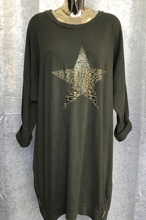 Charcoal animal print star tunic. Fitting up to a size 20.   6445