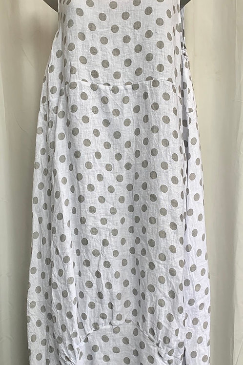 White spotty linen dress, fitting up to a size 18. 004