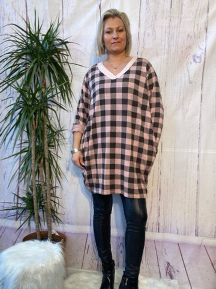 Pink checked tunic, fitting up to a size 20.   6112
