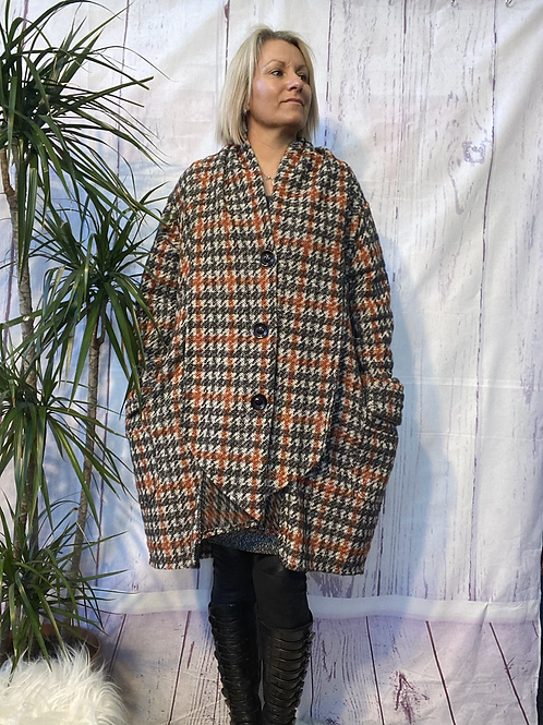 Superbelle oversized coat, fitting up to a size 22.     30110