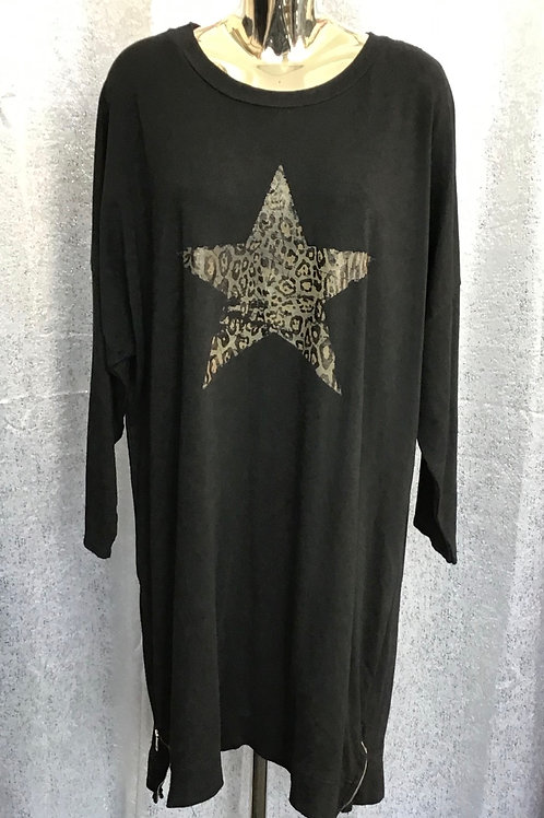 Black animal print star tunic. Fitting up to a size 20.   6445