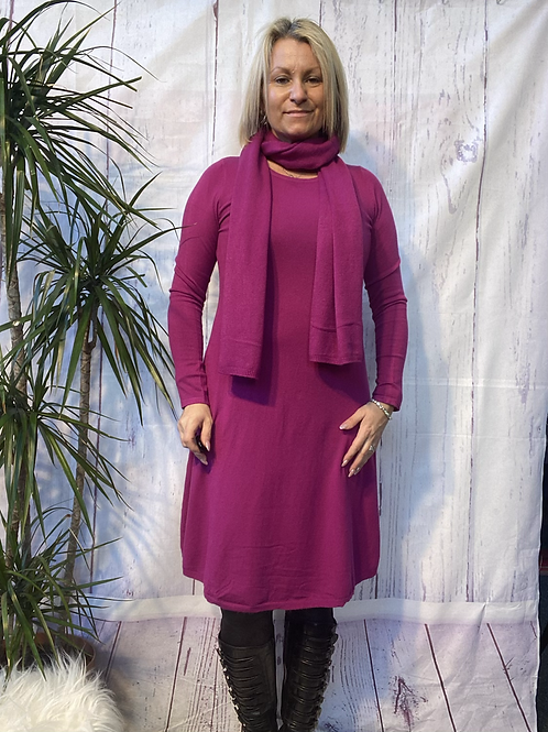 Magenta fine knit dress and scarf, fitting sizes 8-14.