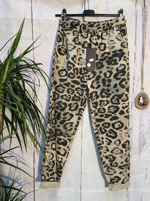 Cream bold Leopard print magic joggers, fitting from a size 10-20.     20377