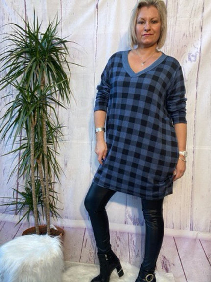 Denim checked tunic, fitting up to a size 20.   6112