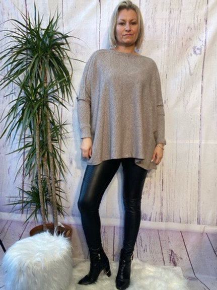 Fawn oversized jumper, fitting up to a size 22.   088
