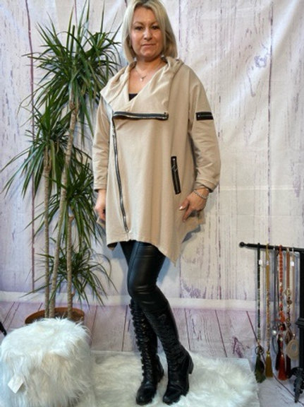 Mocha quirky zip top, fitting up to a size 24.   9111