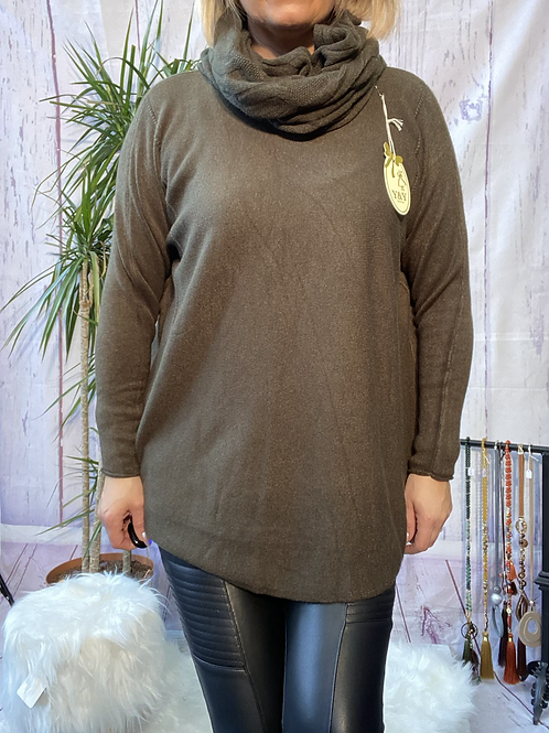 Khaki soft knit jumper with matching scarf. Fitting sizes 12-18 7262