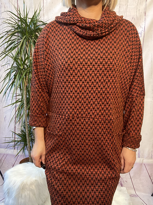 Rust and Black Zigzag tunic, fitting up to a size 20.    6553