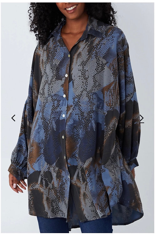 Blue snake  print over sized shirt fitting from 16 to 24