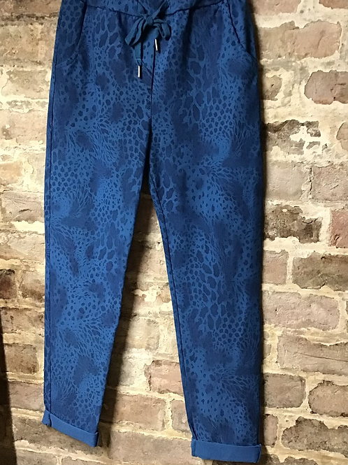 Teal snake print magic joggers, fitting up to a size 20.    0901