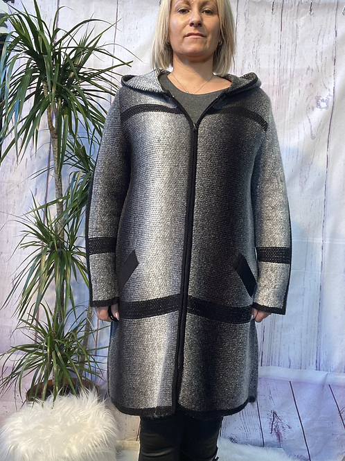 Grey hooded ombré knitted jacket, fitting up to a size 22.    16092