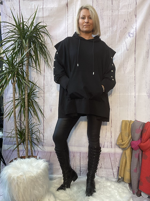 Neslay oversized hooded top, fitting up to a size 22.   11112