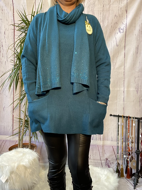 Teal loose fit soft knit jumper and matching scarf.    7259