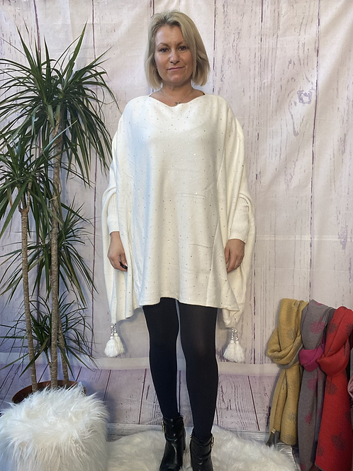 Winter white diamanté poncho style jumper, fitting up to a 24.    5559