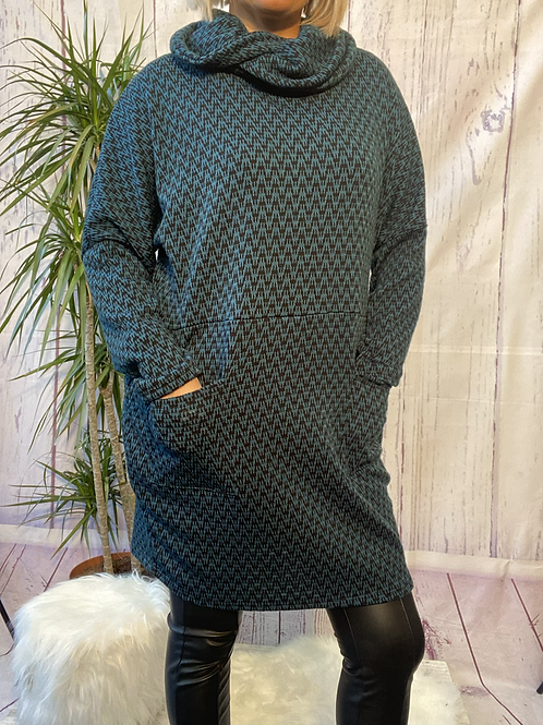 Teal and Black Zigzag tunic, fitting up to a size 20.    6553