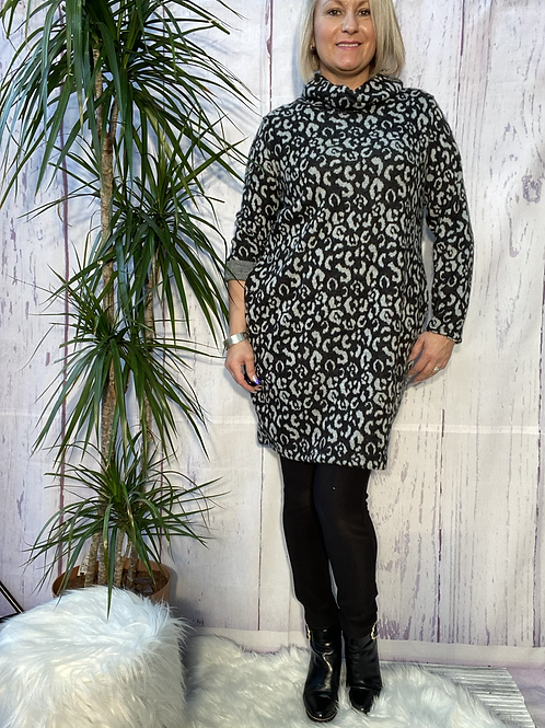 Grey leopard print cowl neck tunic, fitting up to a size 16.   6571