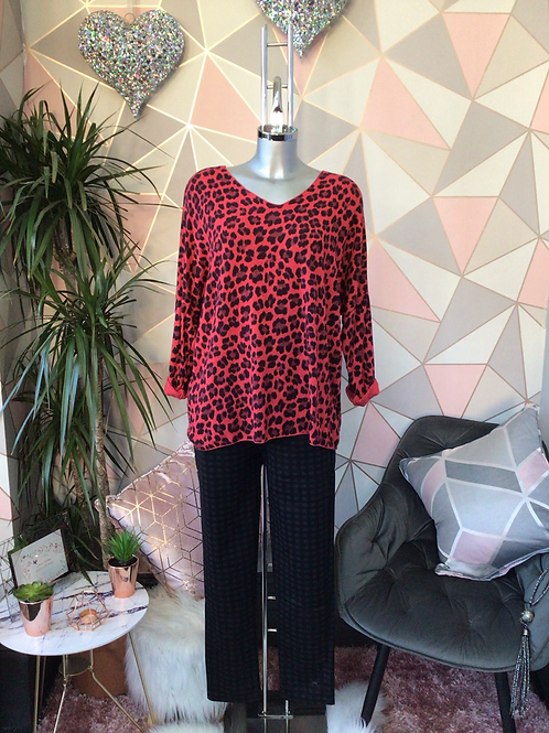Red leopard print top, fitting sizes 10-16.      1779
