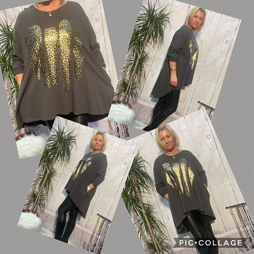 Charcoal fan back top with foil print  fitting up to a size 24  0808