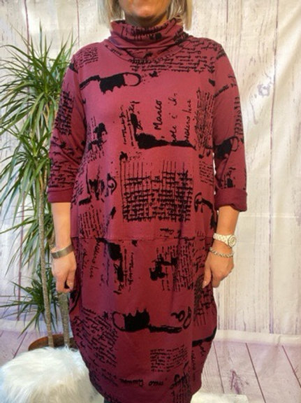 Wine monet tunic, fitting up to a size 16.   6565